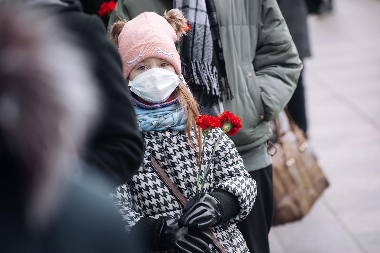 ОПМК «ПЕРСПЕКТИВА» возложила цветы у станции метро «Технологический Институт».